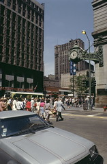 State Street Mall and Block 37 (UIC Digital Collections) Tags: highrisebuildings commercialbuildings banks pedestrians streetscapes chicago