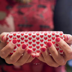 Happy Valentine's Day (Isabel Pava) Tags: red myself hands heart present corazn gettyimages sanvalentn