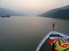P1000926 (h2ooo2h) Tags: china sunset mountain river hubei yantze
