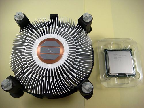 INTEL i7-2600 內附散熱風扇