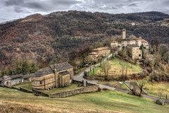 Castello di Gombola (Maver-71) Tags: castle landscape autunno castello hdr appennino appenninotoscoemiliano photomatix frignano canon40d appenninosettentrionalealpinatura gombola