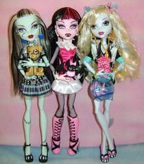 Drac, Frankie and Lagoona (Comrade Bunnie) Tags: dolls frankie lagoona neptuna frankiestein monsterhigh draculaura countfabulous watzit