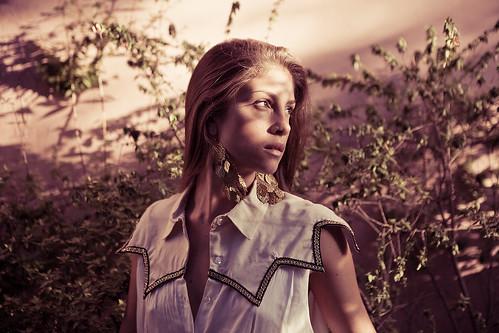 [フリー画像素材] 人物, 女性, ブラウス, 女性 - 振り向く, アルゼンチン人 ID:201110111200