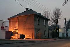Early evening. (wojszyca) Tags: light house car zeiss t evening fuji poland contax carl epson g2 expired katowice 45mm planar 245 nph400 4990 autaut