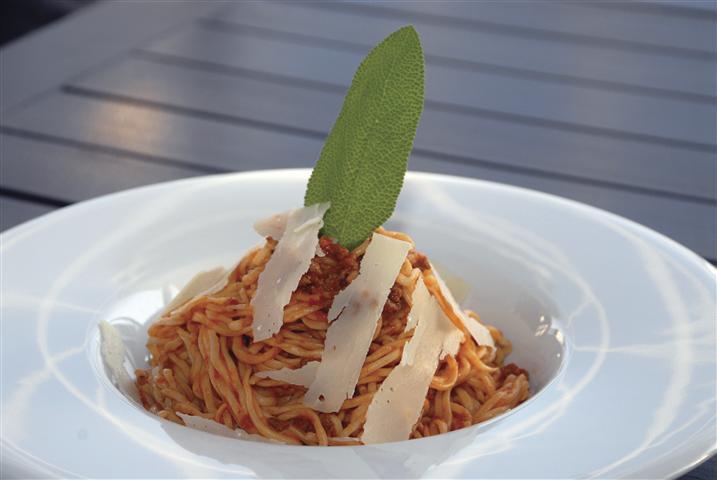 Alanya'nın en şık mekanlarından Memento Restaurant da, en iyi spagetti yapan adreslerden. Memento, spagetti makarnasını tamamen kendisi hazırlıyor
