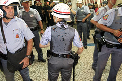 SÃO PAULO (Yahoo! Notícias) Tags: sãopaulo sampa sp ônibus teatromunicipal tarifa manifesto metrô anhangabaú manifestação protesto passelivre kassab prefeituradesãopaulo terminalbandeira tarifadeônibus