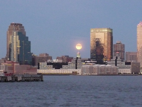 Setting of the moon, Hudson River, early morning, March 20