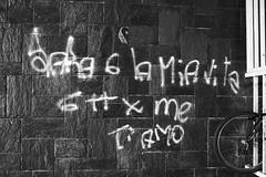 SMS d'amore (Claudio61 una foto ferma un ricordo nel tempo) Tags: muro canon monocromo bici stazione bianco treno nero amore bianconero sms ruota vigevano scritta lomellina binari messaggio blackendwhite blackwhitephotos canon400d messaggiodamore claudio61 virgiliocompany