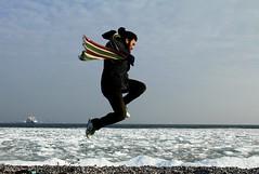 Volando voy (Popiart) Tags: sea sky snow cold ice ferry scarf project denmark mar flying jump jumping nieve rudy saltando frio hielo helsingor voy dinamarca bufanda salta copenague volando popiart popi1909 helsingorg