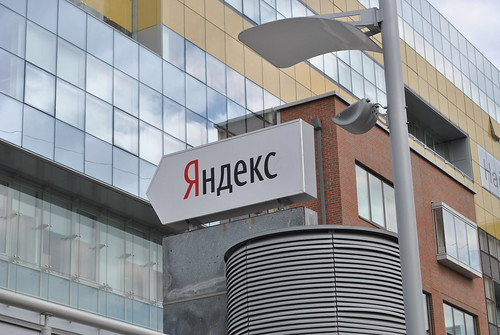 Перед офисом Яндекса стрелка