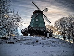 Snow mill (dubbelt_halvslag) Tags: winter sky cloud snow cold mill weather architecture clouds canon landscape vinter exposure raw seasons sweden schweden hill perspective himmel sverige scandinavia hdr bohusln kunglv photomatix tonemapped g10 kvarnkullen