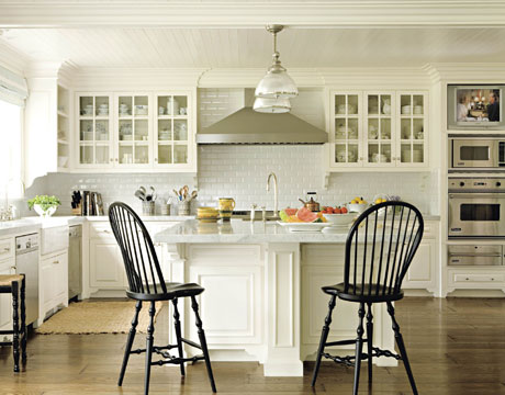 Gorgeous white kitchen: Benjamin Moore 'White Dove'
