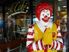 Does Your Ronald McDonald Wai Like This? Koh Samui, Thailand (uncorneredmarket) Tags: thailand mcdonalds kohsamui chaweng wai kosamui ronaldmcdonald bophut gulfofthailand dpn suratthani