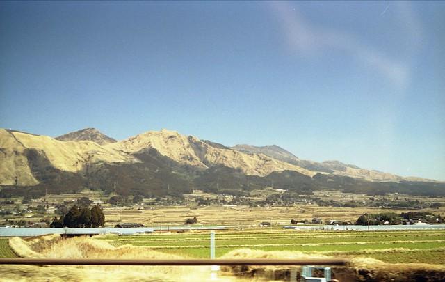 山と田園風景のフリー写真素材