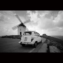 (Hans van Reenen) Tags: bw espaa film windmill car spain fav50 voigtlander windmills bessal voigtlnder lamancha heliar 20040318 consuegra renault4 donquichote heliar15mm silkypixpro canoscan9000f