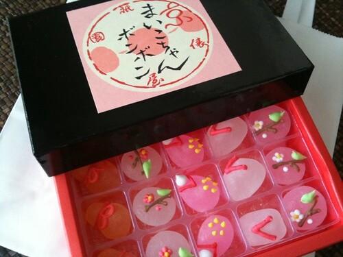 妹からもらった京都土産。まいこちゃんボンボン。砂糖菓子のなかにリキュールが入っているよ。見た目がキュートだね!