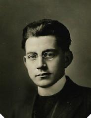 Young Reverand 1920 USA portrait (pince_nez2008) Tags: glasses eyeglasses eyewear rimless pincenez noseclip pinchnose