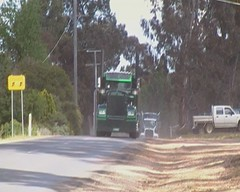 Filmed by secret squirrel (secret squirrel6) Tags: motion green moving bottle cool gorgeous awesome bumper trucks brake grille custom turning videos castlemaine exciting kw tuff truckdriver kenworth airhorn truckshow ruralaustralia thorpes secretsquirreltrucks