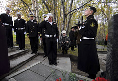 Worcester, Mass. Sailor salutes Soviet sailors lost at sea. (Official U.S. Navy Imagery) Tags: russia navy worldwarii sailor usnavy murmansk guidedmissilefrigate 65thanniversary us6thfleet polarconvoy usstaylorffg50 sovietsailors tmurmansk