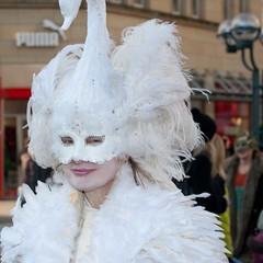 Maskenzauber an der Alster 2011 -74 (Thaddus Zoltkowski) Tags: carnival venice ball nikon dress mask magic hamburg an event f fancy carnaval venetian masquerade alster der venezia venedig fasching venetia karneval maske karnaval 70200mm masken maskarada 128 knstler colon