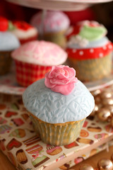 Cath Kidston cuppies (hannah_edwards) Tags: pink art cakes cup cake cupcakes baking stencil strawberry heart designer decoration strawberries cupcake sprinkles icing cath sponge icingsugar teaparty homebaking cathkidston shabbychic royalicing kidston sugarcraft sugarpaste rosepiping readytorollicing stencilicing