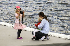 Photographing girl in Stockholm, Sweden 20/6 2010 (photoola) Tags: street people les barn children fotograf chica sweden stockholm bambini schweden kinder nios till enfants sverige frn em fille mdchen sucia estocolmo suede stoccolma suecia ragazza fotografo dzieci svenska photographe sude tukholma  svezia lapset  dziewczyna sztokholm szwecja   ruotsi tyska   franska tr tukholmassa  versttning  canon7d photoola