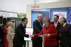 029_CeBIT_Fujitsu_Blog_Merkel_-20110301-100944 (Fujitsu_DE) Tags: cebit halle2 erstertag cebit2011 cebit11