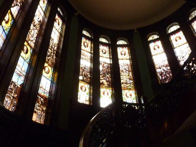 P1080168-2011-03-05-Rhodes-Hall-Phoenix-Flies-Stairway-Von-Gerichten-Stained-Glass