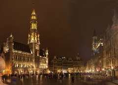 Grand Place / Grote Markt (S@d) Tags: light brussels panorama night eos rebel place belgium belgique grandplace lumire pano 28mm bruxelles grand m42 pentacon markt nuit f28 grotemarkt grote 28mm28 cnon xti 450d