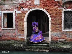 Venice Carnaval 2011 _Mélancolie vénitienne (Dora Joey) Tags: venice canal masks carnaval venise carnevale venezia venedig canale mademoiselle eventi masques karnaval maschere veneto deguisement carnevaledivenezia travestimento carnavalvénitien deguisements leuropepittoresque venicecarnaval2011 atmosferaveneziana malinconiamélancolie