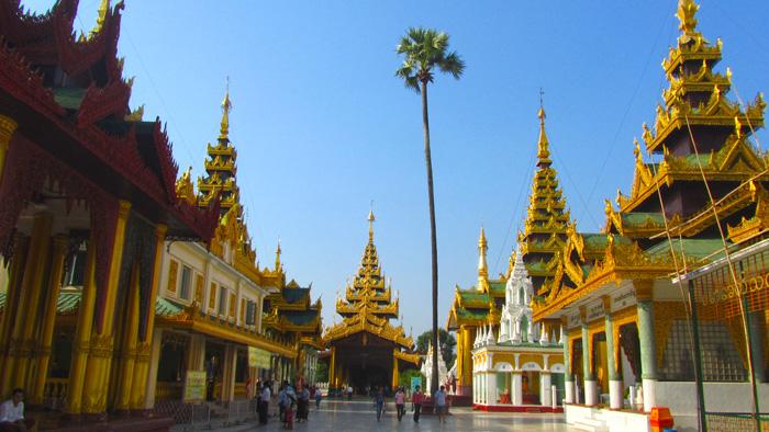 5511272638 fcb5cd8b85 o Shwedagon Pagoda   Pictures of Burmas Most Sacred Site