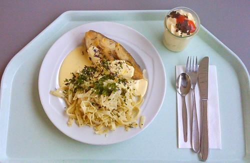 Heilbutt mit Bandnudeln & Sauce Bernaise / Halibut with ribbon noodles & Sauce bernaise
