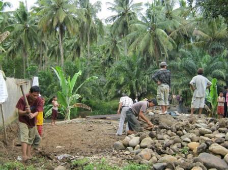 5516997353 ef05a2fa6a Kegiatan Gotong Royong Masyarakat dan Fasiltator di Kel Hanopan P. Sidimpuan