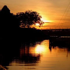 Sunset in Fraser River (Ringo Lee (^_^)) Tags: city sunset canada beautiful vancouver wow cool fantastic scenery bestof bc quality awesome sunday great creative super richmond best special selected most winner faves awards fabulous today showcase legacy brilliant fraserriver thebest important masterpiece beste melhor mejor reflaction bestshot aplus flicks a620 preferiti terbaik migliore mieux thefinest   favoutites  worldbest sk  spiritofphotography goldenart elitephotgraphy realeyecatcher  hnhyuthch wonderfulshot paborito pinakamahusay ttnht