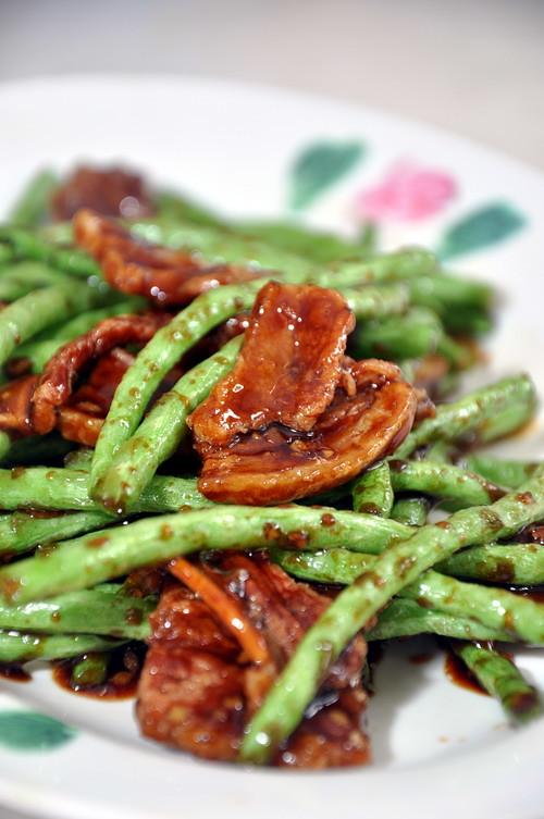 moon sing crisp pork belly with young french bean