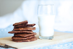 Chocolate cookies and glass of milk (LikClick Photography) Tags: morning blue food mill home kitchen glass cookies breakfast recipe milk yummy chocolate cook bake foodphotography  milkandcookies  chocolatecookies beautifulfood glassofmilk  bluenapkin