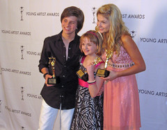 Joey King with Stefanie Scott & Billy Unger (award winners) (PipersPicksTV) Tags: scott reporter hollywood stephanie tween redcarpet yaa interviewer piperspics piperspicks sportsmenslodge entertainmentreporter joeyking stefaniescott youngartistawards piperreese youngestreporter teampiper billyunger