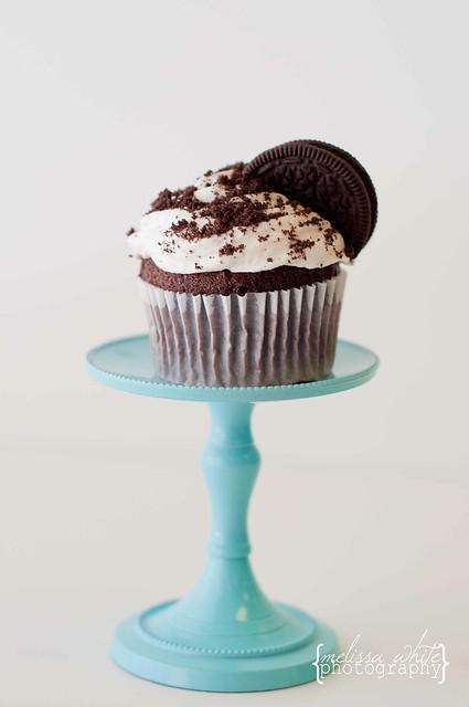 on a lark cupcake shoppe fb-0178