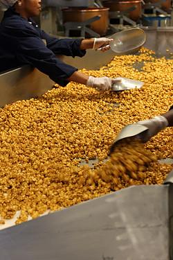 mixing caramel corn