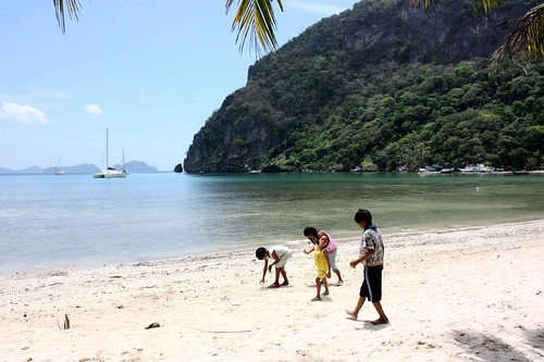 Crab Wrestling in El Nido