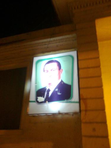 المتظاهرون يرشقون صور مبارك فى كل مكان بالمنصوره