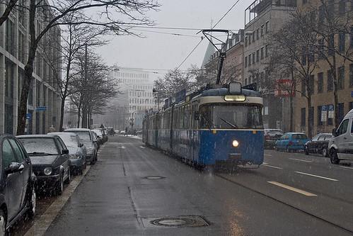 Im dichten Schneegestöber befährt 2010 mit 3004 die Brienner Straße