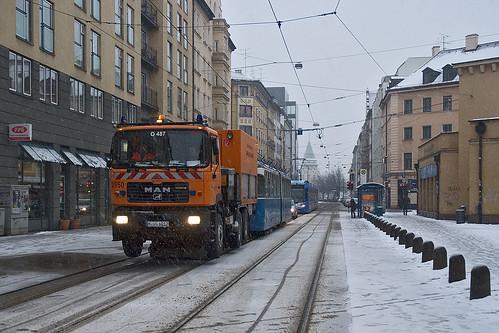 2950 schleppt 2021 durch die Dachauer Straße