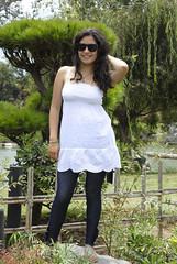 parque japones. (   no s) Tags: parque verde blanco arbol mujer plantas adolescente nia valeria lentes japones pulsera pelo vegetacion piel calzas