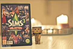 41/365 (Lisa-Mari) Tags: game video bokeh latenight sims danbo canonef50mmf14usm project365 thesims3