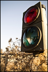 Ampel / Traffic Lights [Explored] (Ingo Tews) Tags: lighting old light shadow trafficlights industry broken glass germany deutschland trafficlight licht hessen alt frankfurt damaged shard trafficsign schatten industrie destroyed ampel glas frankfurtammain frankfurtmain lichter hesse kaputt brownfield brache zerstrt scherben brachland brownfields henningerturm industriebrache scherbe sherd henningertower