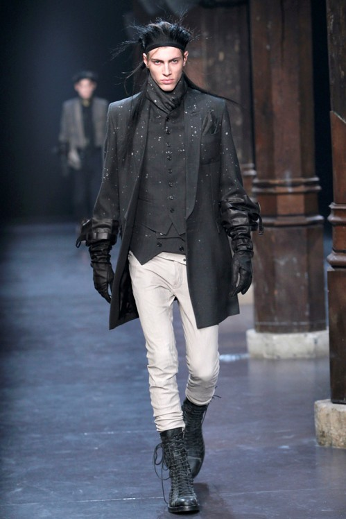 Ann Demeulemeester Mens Fall 2011 collection - paint splatters 4