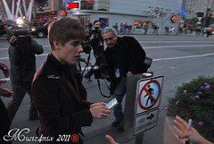 Justin Bieber (Music4mix) Tags: california usa night movie carpet photography la nokia 3d los nikon theater downtown purple angeles 8 singer actor jb fans premiere arrival gala frebruary 2011 neversaynever d80 music4mix justinbieber