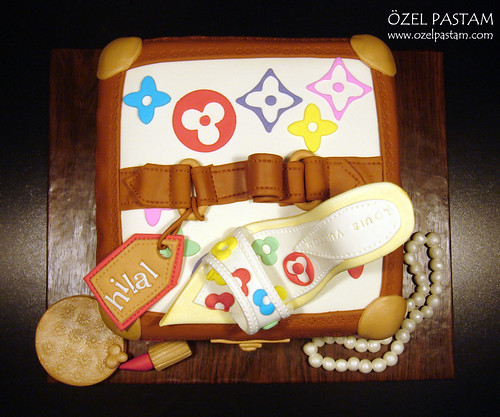 Louis Vuitton Beauty Case Cake