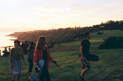 (Tommy Petroni) Tags: ocean friends sunset green grass del walking weekend chloe mario maggie skateboard verdes palos